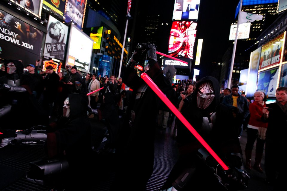 UPDATED] Times Square TOR Lightsaber Freeze Mob (Video